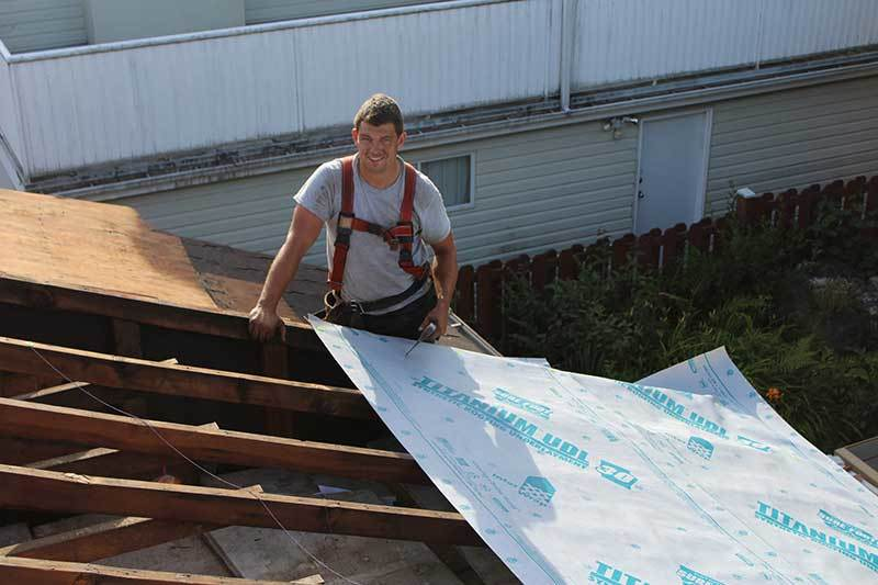 professional home roofer is building the roof for vancouver home