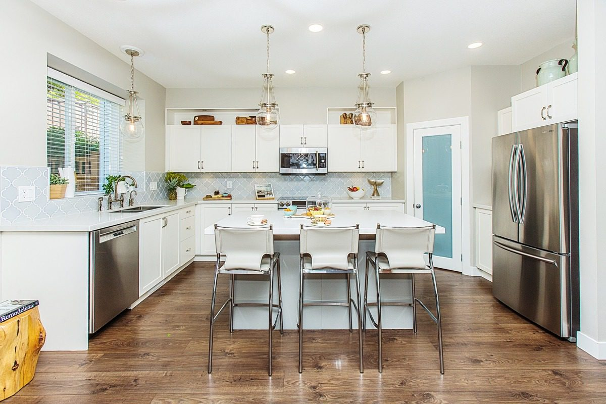 kitchen renovation contractor in vancouver can help you with renovate kitchen backsplash